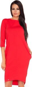 Czerwona sukienka Tessita z długim rękawem z dresówki z okrągłym dekoltem