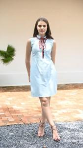Niebieska sukienka Justmelove bez rękawów z okrągłym dekoltem mini
