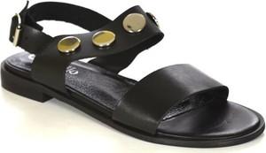 Sandały chebello z klamrami z płaską podeszwą