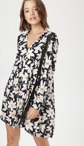 Sukienka born2be z dekoltem w kształcie litery v mini