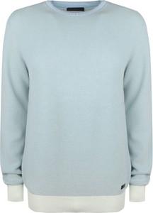 Niebieski sweter ubierzsie.com z bawełny
