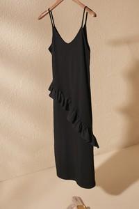 Sukienka Trendyol z dekoltem w kształcie litery v midi w stylu casual