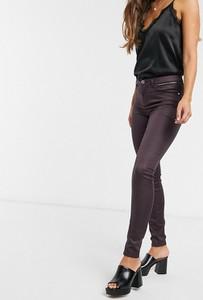 Fioletowe jeansy Morgan w street stylu