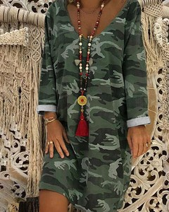 Sukienka Kendallme z dresówki z dekoltem w kształcie litery v