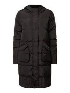 Czarny płaszcz Tigha