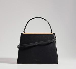 Czarna torebka Mohito na ramię średnia matowa