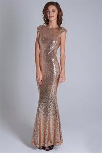 Złota sukienka Soky&Soka w stylu glamour