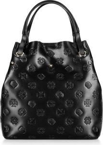 Czarna torebka Wittchen na ramię w wakacyjnym stylu