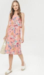 Różowa sukienka born2be midi w stylu casual
