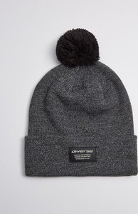 Czarna czapka Diverse