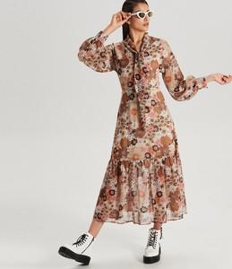 74a921a56da52f Brązowa sukienka Cropp z żabotem midi z długim rękawem