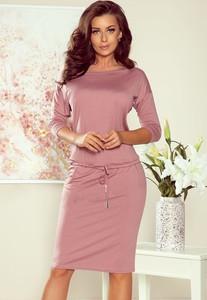 Różowa sukienka NUMOCO midi sportowa w stylu casual