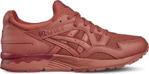 Czerwone buty sportowe ASICS w sportowym stylu