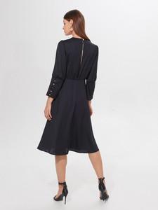 Granatowa sukienka Mohito midi z długim rękawem w stylu casual