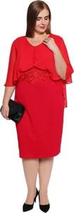 Sukienka modneduzerozmiary.pl z okrągłym dekoltem w stylu glamour z długim rękawem