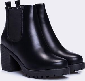 Czarne botki Yups w stylu casual na obcasie