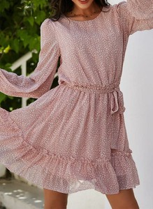 Różowa sukienka Sandbella z długim rękawem z okrągłym dekoltem mini