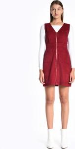 Czerwona sukienka Gate ze sztruksu trapezowa