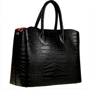 Czarna torebka vezze duża w stylu glamour do ręki