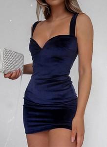 Sukienka Arilook z dekoltem w kształcie litery v dopasowana na ramiączkach