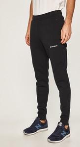 Czarne spodnie New Balance z bawełny