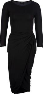 Czarna sukienka Tigha dopasowana midi