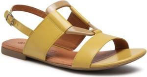 Żółte sandały Lasocki z płaską podeszwą z klamrami w stylu casual