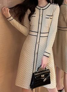 Sukienka Arilook z okrągłym dekoltem midi