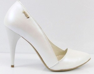 a908dbe43717d białe buty ślubne - stylowo i modnie z Allani