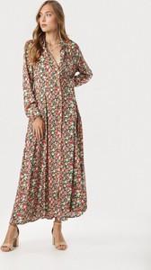 Brązowa sukienka born2be z dekoltem w kształcie litery v