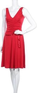 Czerwona sukienka Le Chateau mini bez rękawów