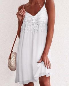 Sukienka Kendallme prosta z dekoltem w kształcie litery v