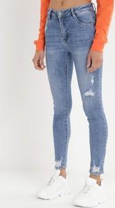 Niebieskie jeansy born2be w street stylu