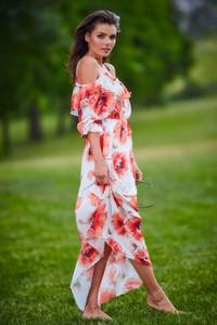 Sukienka Awama maxi z odkrytymi ramionami z długim rękawem