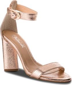 Brązowe sandały R.Polański w stylu glamour na obcasie z klamrami