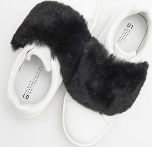 Buty sportowe Reserved w młodzieżowym stylu niskie