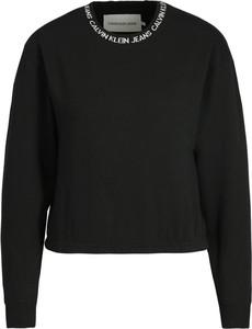 Czarna bluza Calvin Klein w młodzieżowym stylu krótka