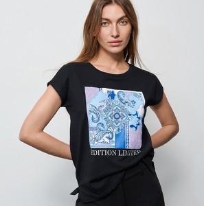 Czarny t-shirt Reserved w młodzieżowym stylu z okrągłym dekoltem