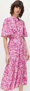 Różowa sukienka Reserved szmizjerka w stylu casual