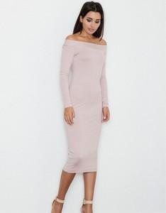 Różowa sukienka Figl z długim rękawem dopasowana