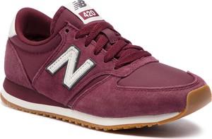 Różowe buty sportowe New Balance w sportowym stylu sznurowane