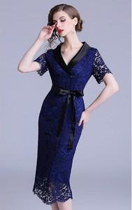 Sukienka Kobiecy Szyk z krótkim rękawem z dekoltem w kształcie litery v midi