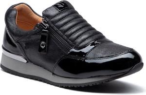 Sneakersy Caprice z płaską podeszwą