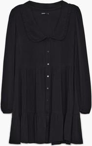 Czarna sukienka Cropp w stylu casual z długim rękawem z kołnierzykiem