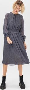 Sukienka FEMESTAGE Eva Minge z długim rękawem w stylu casual z okrągłym dekoltem