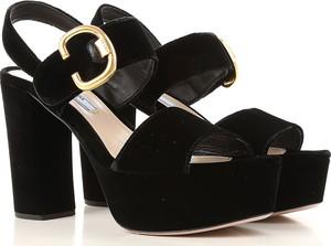 Czarne sandały Prada z klamrami na słupku na wysokim obcasie