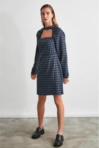 Sukienka Trendyol w stylu casual z długim rękawem mini