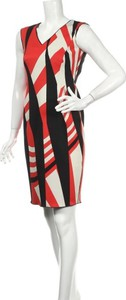 Sukienka Expresso z dekoltem w kształcie litery v