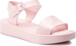 Różowe sandały Melissa na platformie z klamrami na niskim obcasie