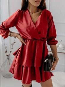 Czerwona sukienka magmac.pl z tkaniny z dekoltem w kształcie litery v